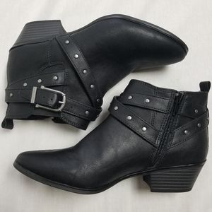 Style & co. Happerr Booties in 7M
